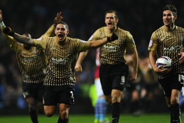 Bradford City beat Aston Villa to reach final at Wembley